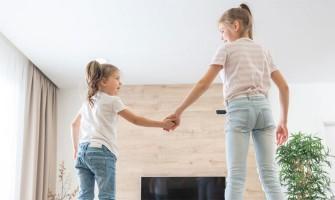 Το πάτωμα είναι λάβα – ένα κλασικό παιχνίδι για μέσα στο σπίτι