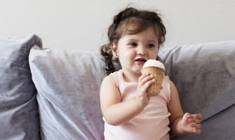 Γιατί τα παιδιά δεν πρέπει να τρώνε μπροστά στη τηλεόραση