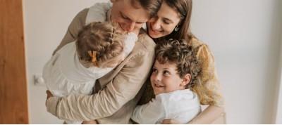 Πρέπει να συμπεριφερόμαστε στα παιδιά ως ισότιμα μέλη στην οικογένεια;