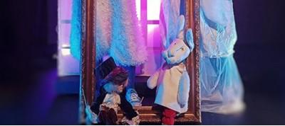 """""""Ακολούθα το κουνέλι"""" από το Θέατρο Κούκλας"""